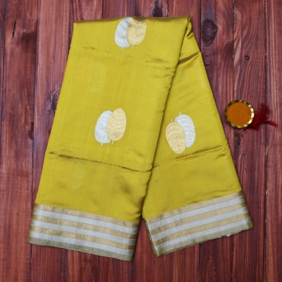 Mehendi green handloom katan silk banarasi with dual tone paata motifs