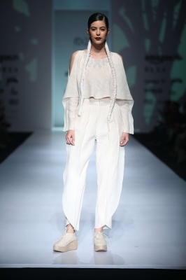 Embroidered cape top, over lap pleated pant